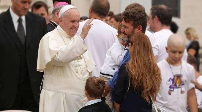 Papa Francisco: devolvamos a honra à promessa de amor e fidelidade entre homem e mulher