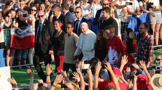 Resultado de imagem para papa francisco - sinodo da juventude