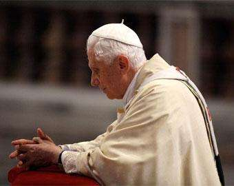 Rezar confiando em Deus e oferecendo as fadigas e os sacrifícios da vida, exorta o Papa