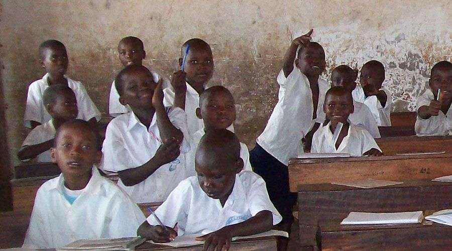 Bispo reabre escolas católicas em zona de guerra a6627607c8291