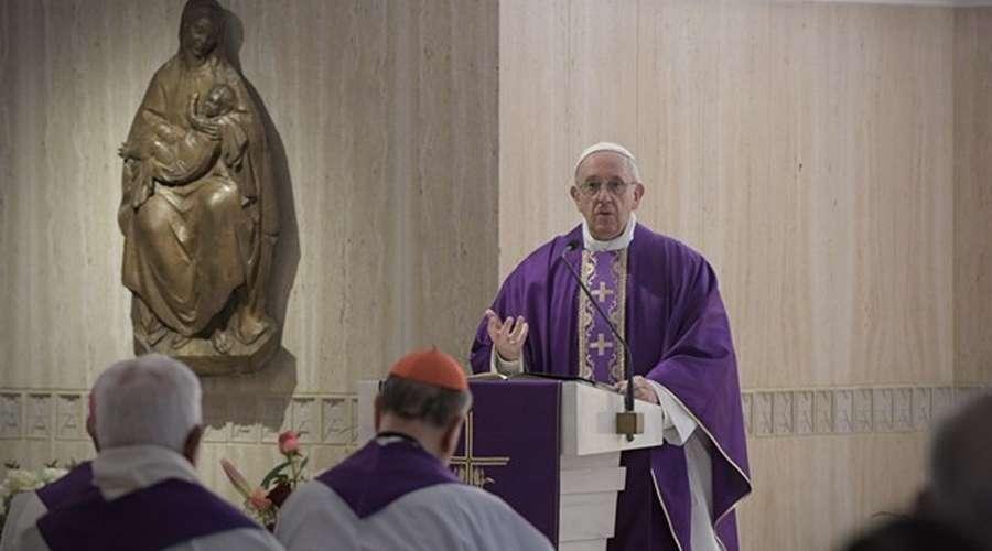 Papa Francisco: Quem Não Olha Para A Cruz E A Aceita Não