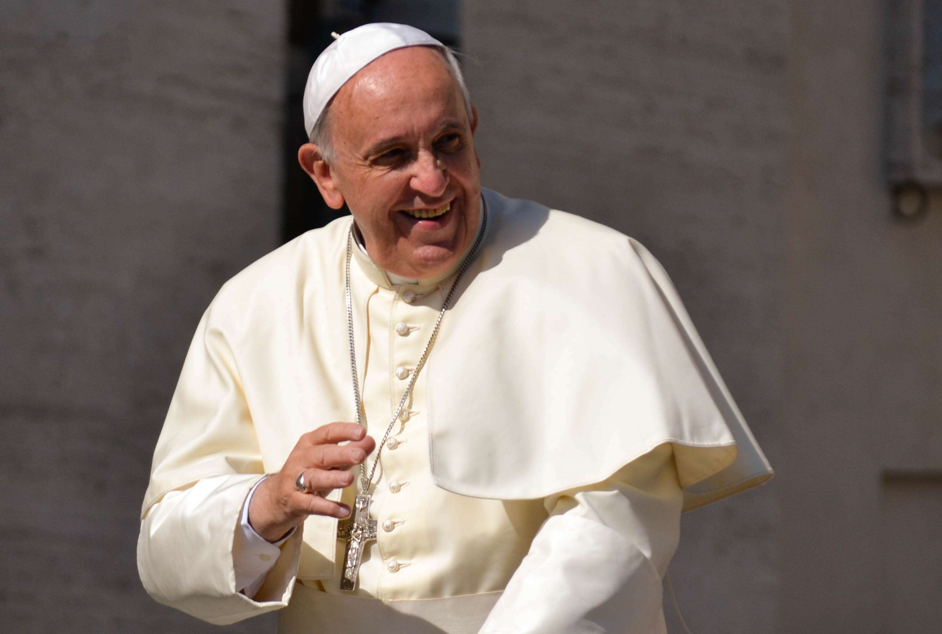 Resultado de imagem para Papa encontra e abraça líderes de outras religiões reunidos em Assis
