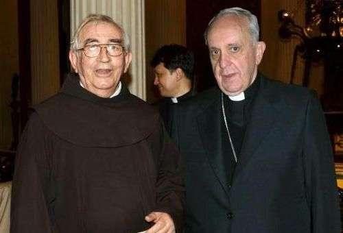 Frei Berislao Ostojic e o então Cardeal Jorge Mario Bergoglio