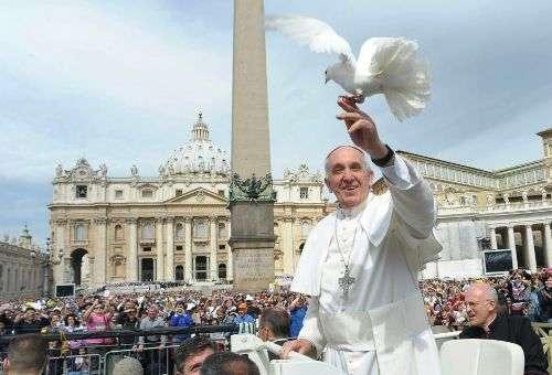 Não podemos ser cristãos apenas às vezes, devemos sê-lo em todos os momentos, ensina o Papa