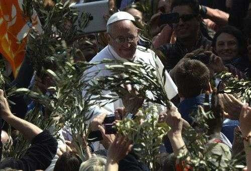 Papa recorda a Alegria, o Mistério da Cruz e os Jovens em sua homilia de Domingo de Ramos