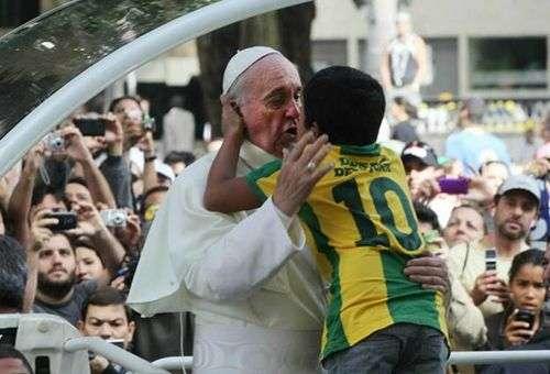O Papa Francisco e Nathan. Foto: Rádio FM Canção Nova