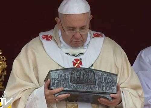 Relíquias De São Pedro Acompanharam O Encerramento Do Ano