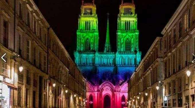Desmentido: Catedral francesa não foi iluminada com cores da ...
