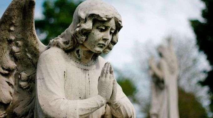 Dia de finados: Com estas orações pode pedir a Deus pelos defuntos