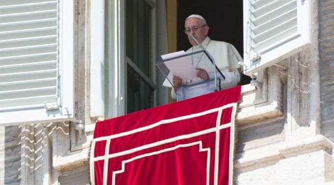 Resultado de imagem para fotos do papa francisco na regina coeli
